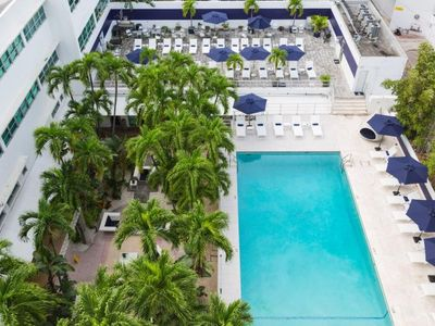 Photo for IDEAL MIAMI BEACH GETAWAY FOR 4 GUESTS! LIVE ON LINCOLN ROAD! POOL, RESTAURANT, HOUSEKEEPING!