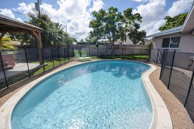 Great pool with Child Safety Fence--heated daily!