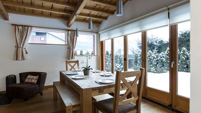 The dining area in Chalet Alpins