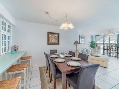 Photo for Spacious top floor condo w/ WiFi - perfect for couples & families. Onsite tiki bar and restaurant.