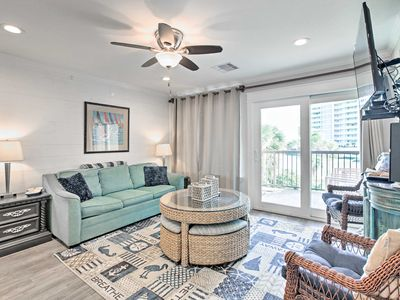 Beachfront Condo w/ Pools, ½ Mi to Galveston Pier!