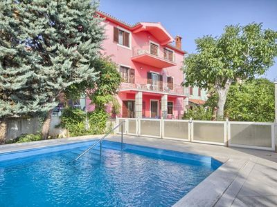 Photo for Large and elegant apartment with pool, washing machine, WiFi, parking, terrace and grill