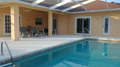 Photo for Spacious 4-bedroom villa with pool