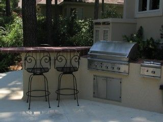 Built in Stainless Steel Grill with bar seating