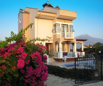 Photo for Luxury 4 bed/3 bath detached family villa, with private pool. Beach 10 mins walk