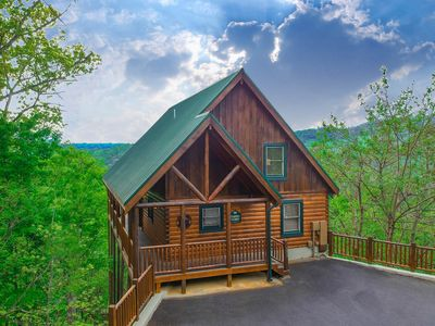 Photo for Highview Retreat  •BIG Mountain Views •Sherwood Forest •120+ 5-Star Reviews