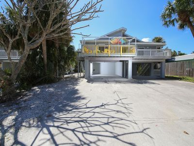 Photo for Cozy beach home located 1.5 blocks from Holmes Beach!