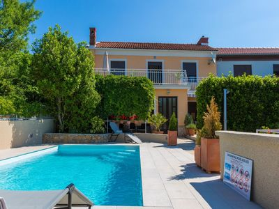 Photo for Adorable home with private pool,120 m distant from the sea !