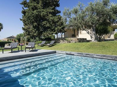Photo for Lovely luxury villa with private pool just a few km from the center of Syracuse