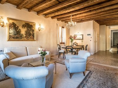 Photo for Stylish living: newly renovated apartment in Palazzo with balcony and canal view