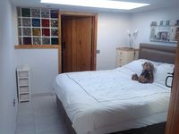 Perfect for a short stay, especially with a dog! Friendly and flexible owners , great location