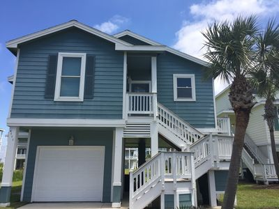 Photo for Lovely beach cottage in Pointe West Galveston!