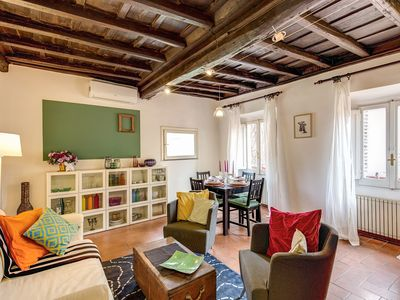Photo for Spacious Casa Verde Trastevere apartment in Trastevere with WiFi & air conditioning.