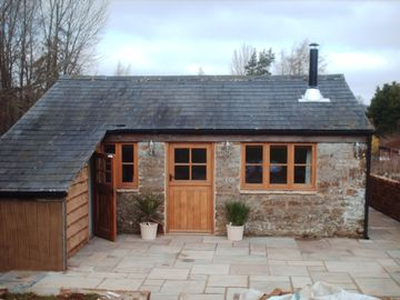 Cosy Cotswold Cottage, near Chipping Norton on a farm with private hot tub