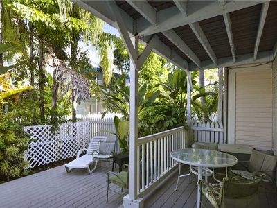 KEY WEST CHARMING Lounge on the Patio or Shared Pool, Walk to Duval Street!