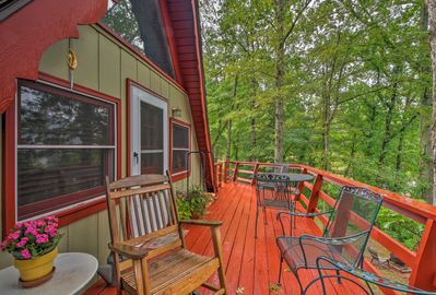Located in Dillard, this vacation rental features surrounding mountain views!