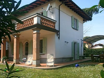 Photo for 4 bedroom Villa, sleeps 6 in Forte dei Marmi with Air Con and WiFi