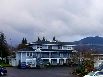 Photo for 1 Bedroom Condo, Blocks From Downtown Hood River