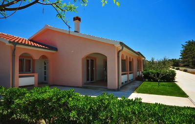 Photo for Apartment for 6-9 persons   Air conditioning, satellite TV   30 m to the sandy beach Smratine