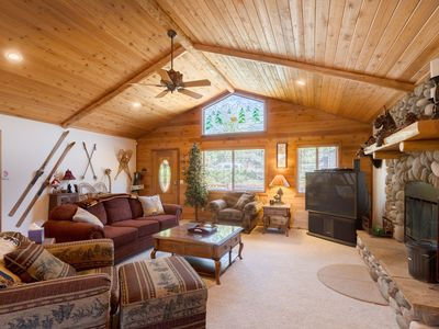 Beautiful Big Bear Lake Cabin!  Great Location - Spa - Game Room - BBQ - Wifi!