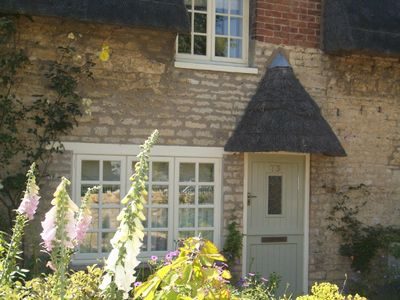 Photo for Charming Thatched Holiday Cottage near Oakham, Rutland Water & Stamford
