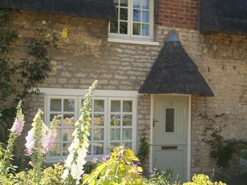 Charming Luxury Thatched Holiday Cottage near Oakham, Rutland Water & Stamford