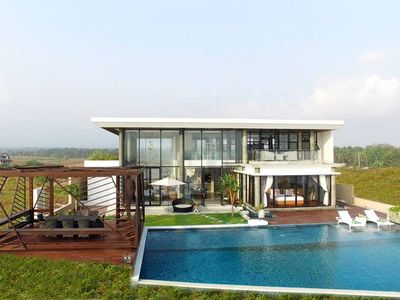 Photo for absolute beachfront retreat for a couple