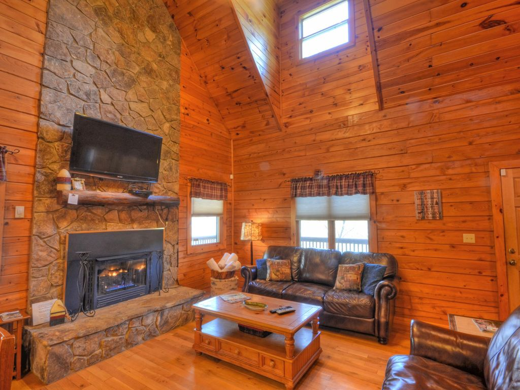 Forest Lake Cabin 3 Bedroom Sleeps 9 Almond Smoky Mountains