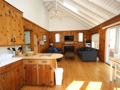 Photo for Clean and cozy cottage on beautiful lakefront in Morgan's Point