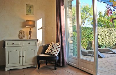 Photo for Apartment in charming country stone house with pool in Gordes, Luberon
