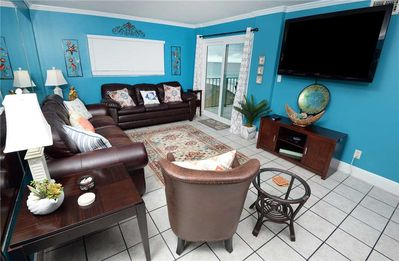 Great Space - The living room furnishings are comfortable, the view is spectacular, and the best of Panama City Beach is just around the corner.