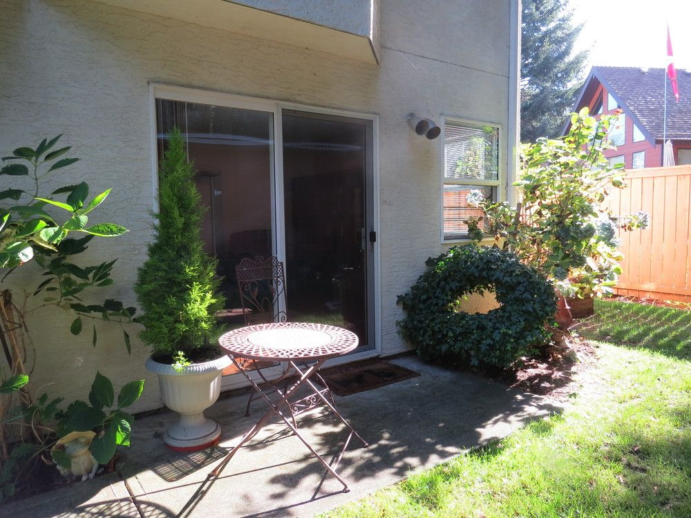 Bright Garden Level Suite In Beautiful Bowser B.c.