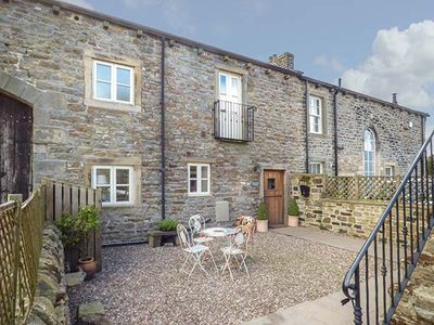 Photo for BECKFIELD COTTAGE, pet friendly in Silsden, Ref 951472