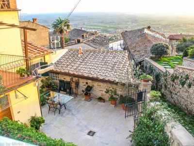 Photo for Apartment in Cortona with 2 bedrooms sleeps 6
