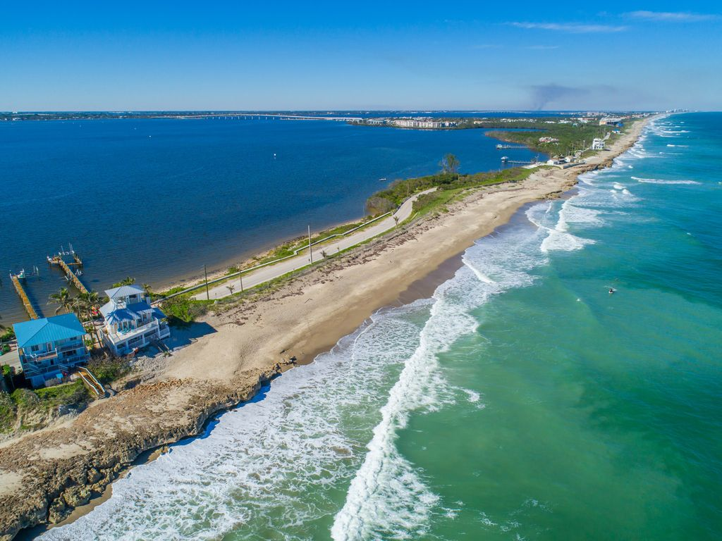 Twin Beaches: 8+BR/6BA ON the ocean/ON the river +Private Docks,Hot ...