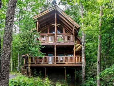 Photo for Pet-friendly cabin close to Pigeon Forge with fireplace, porch, & free passes to local attractio