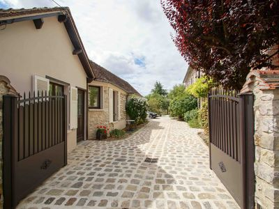 Photo for Cottage 1 to 4 people, renovated stone house in the heart of Moret-sur-Loing