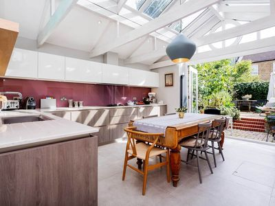 Photo for A delightful & contemporary Victorian style family home with garden (veeve)