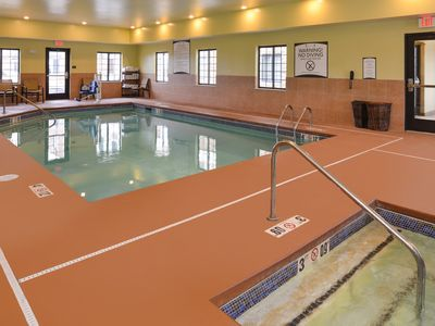 Photo for Free Breakfast. Indoor Pool. 25 Minutes to Dunes National Lake Shore.