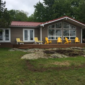 Lakefront Home - 2bdrm Plus Bunkie