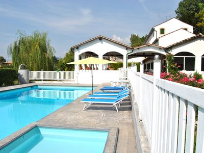 Photo for Villa with large pool, 12/14 people, between Venice and the Dolomites