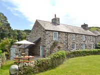 A very enjoyable stay in a beautiful cottage that has retained its original features but with very c