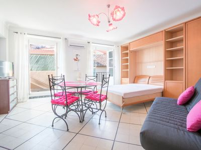 Photo for Appartement Thaumas / Cosy apartment in Cannes's old port