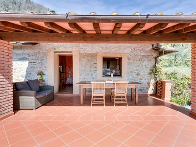 Photo for Nice apartment in villa for 4 people with WIFI, pool, TV, balcony and parking