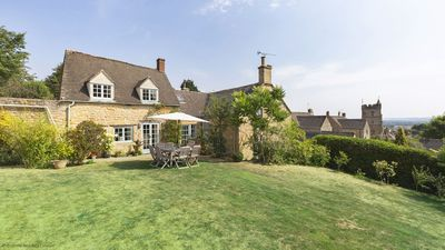 Photo for Pilgrim Cottage, Bourton-on-the-Hill, Cotswolds - sleeps 8 guests  in 4 bedrooms