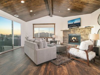 Brand New Home w/Panoramic Mtn View! Pool/Ping Pong table/Hot Tub for 10