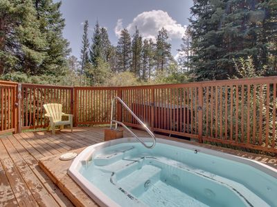 Photo for Ski-in/Bus-out condo w/ shared hot tub - close to hiking & biking!