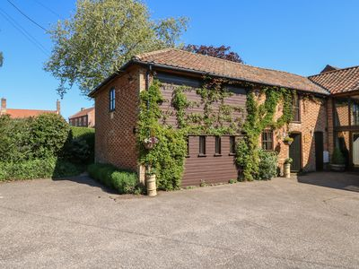 Photo for THE HAYLOFT, pet friendly, with hot tub in Saham Hills, Ref 26163