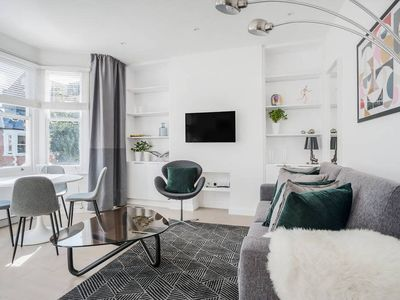 Photo for Stylish 2 bed flat, West Hampstead, 5 mins to tube