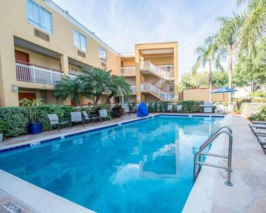Photo for Close to the Airport, Malls, Golf Courses. Lovely Unit for 4, Pool, Breakfast